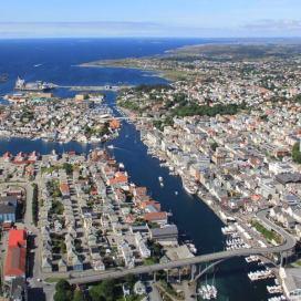 Haugesund-fra-sr-med-Hassely-i-bakgrunnen2012-600x600